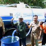 UNISNU Droping Air Bersih bersama BPBD Jepara di Desa Pendem
