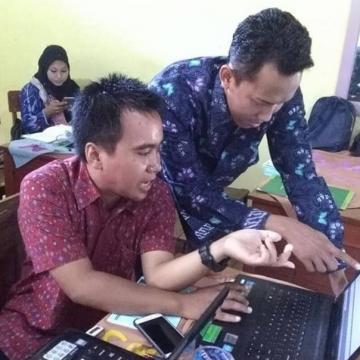 Dosen Siapkan Siswa Hadapi UNBK Melalui Aplikasi E-examination