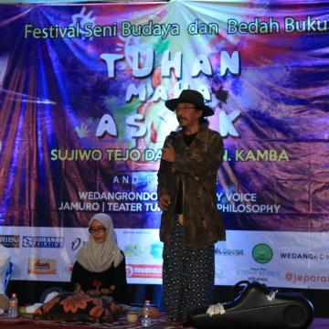 Sujiwo Tejo Ramaikan Festival Budaya Unisnu Jepara