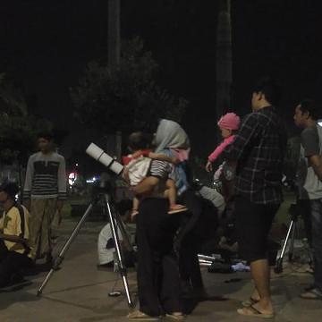 FSH Unisnu Jepara Adakan Pengamatan Gerhana Bulan di Alun-alun Jepara.