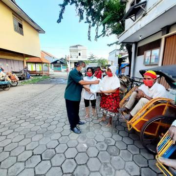 Cegah Covid-19, Sivitas Akademika Unisnu Jepara Berkolaborasi Donasikan Hand Sanitizer, Sembako Hingga Masker