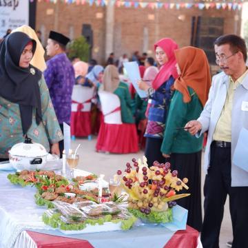 KKN UNISNU Gelar Festival Ikan Asap Dermolo