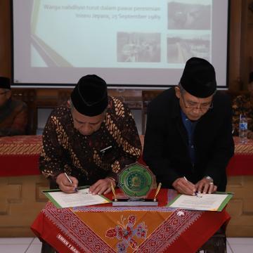 Studi Banding dan Penandatanganan MoU Insuri Ponorogo