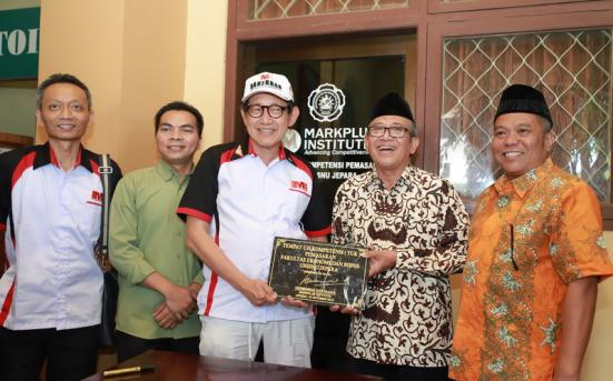 Hermawan Kartajaya Launching Uji Kompetensi Marketing Markplus di UNISNU