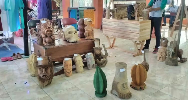 Binaan KKN Suwawal Timur Pameran di Festival Industri Kreatif